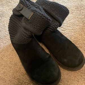 Ugg Size 8 Boots with Sweater Upper in Black